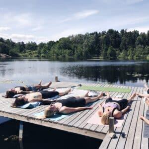 Mindfulness yoga utomhus